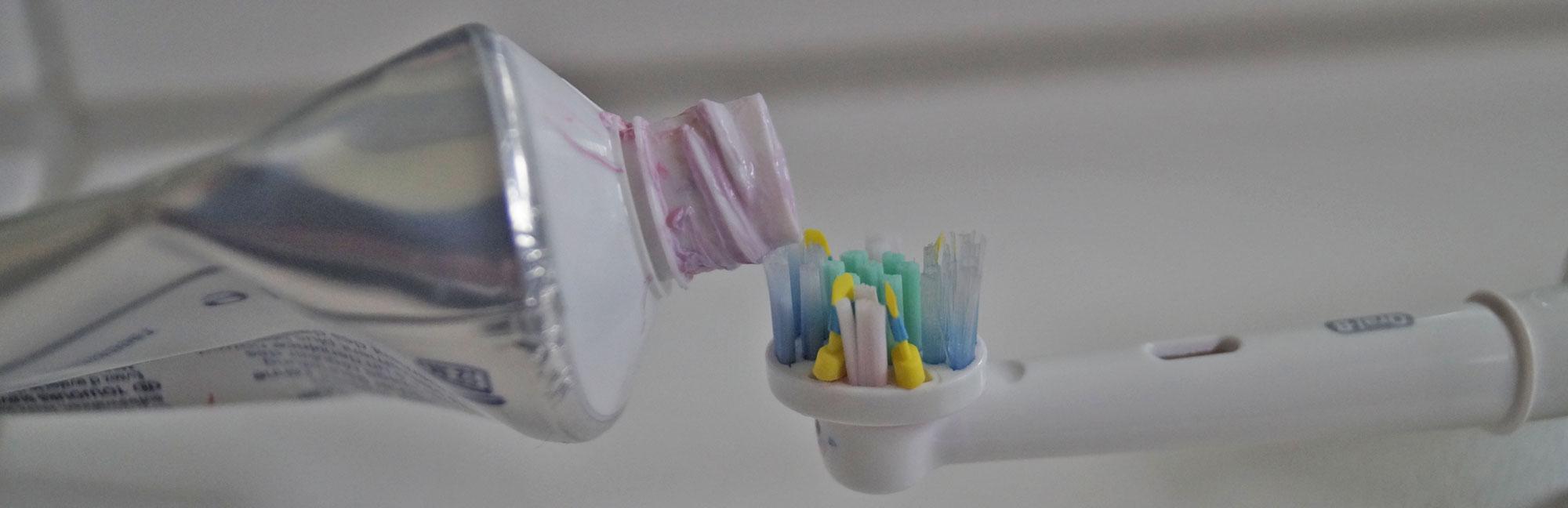 Zahnbürste und Zahncreme | RDA-Werte von Zahnpasta
